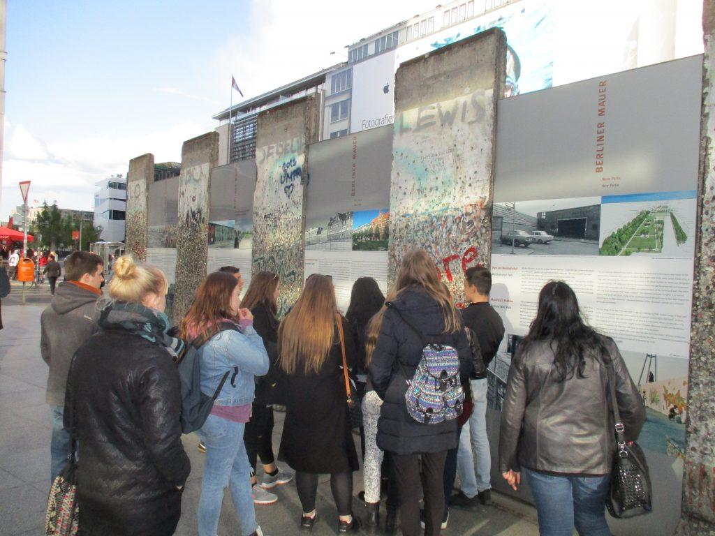 "Familien kennenlernen berlin Projekt ""Familie Neustadt"" Jugendwohnen im Kiez"