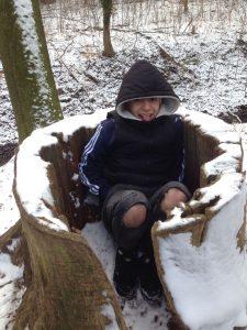 Bei klirrender Kälte vergnügt im Wald